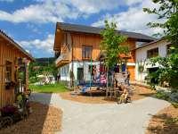 ernstlhof-ferienhaus-arberregion-ansicht-innenhof-klein