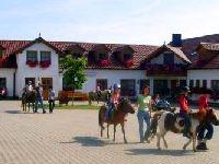 Bauernhof mit Ponys