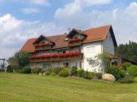 bauernhof-regensburg-ferienwohnung-brennberg-ferienhaus-ansicht.jpg