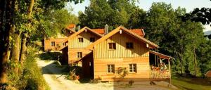 Holz Ferienhäuser mit Kaminofen Chalets in Altnussberg