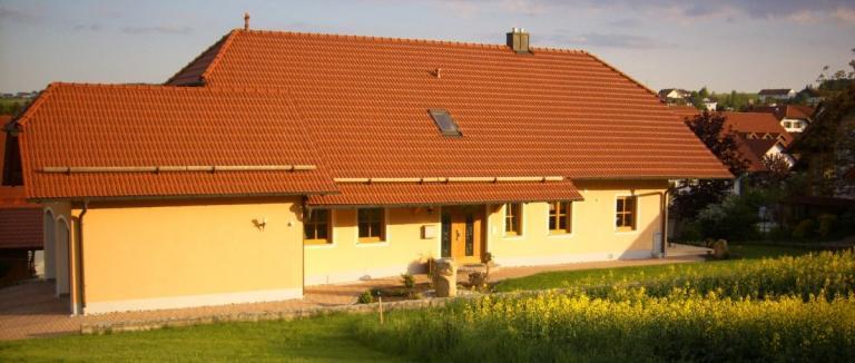 fischer-ferienhaus-michelsneukirchen-ferienwohnung-aussenansicht-1200