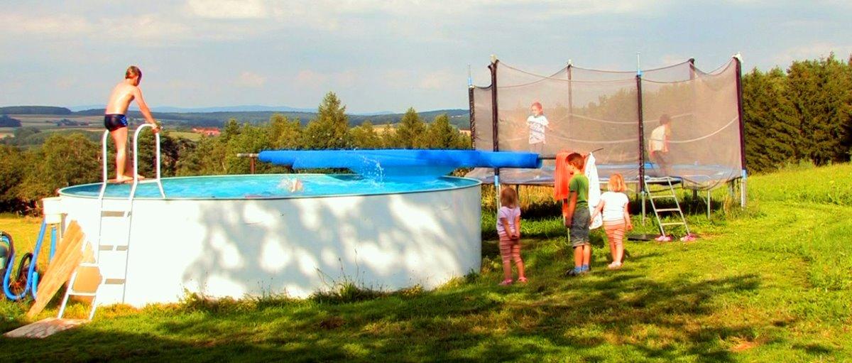 Kinder Bauernhof mit Pool in Bayern Ponyreiten und Spielscheune