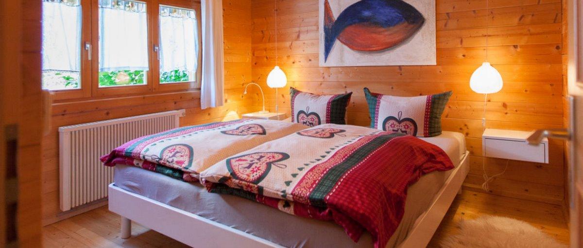 Schlafzimmer im Blockhaus in Stamsried Ferienanlage in der Oberpfalz