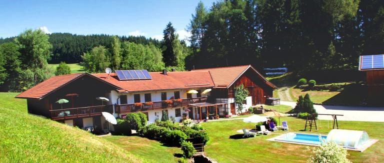 kieselmühle-bayern-ferienwohnungen-swimming-pool-bayerischer-wald