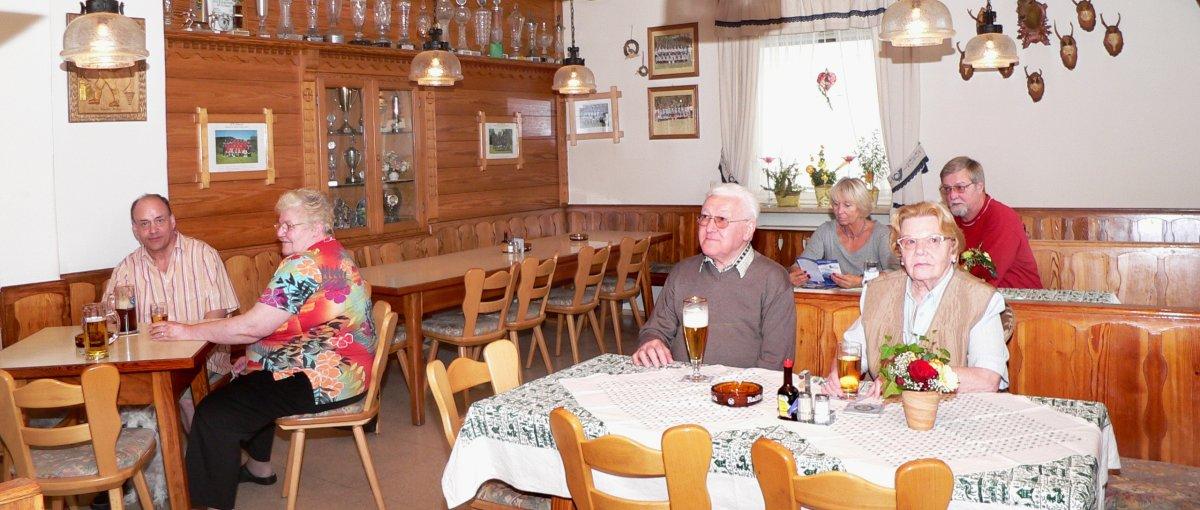 Ferienwohnungen und Zimmer mit Frühstück in Achslach am Hirschenstein Bayerischer Wald Gaststube