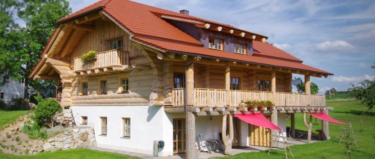 luger-holzblockhaus-bayern-gruppenferienhaus-aussenansicht-panorama