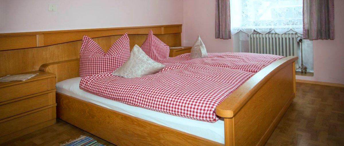 piendl-bauernhof-guthof-michelsneukirchen-ferienwohnungen-zimmer