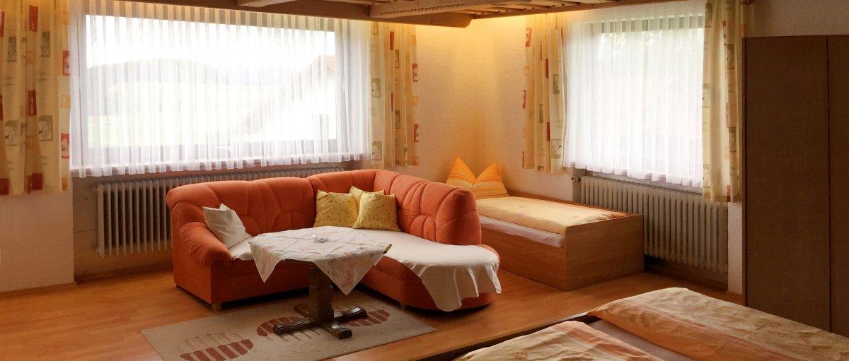 Familienfreundliche Ferienwohnung für 8 Personen mit Streichelzoo Urlaub im Lamer Winkel