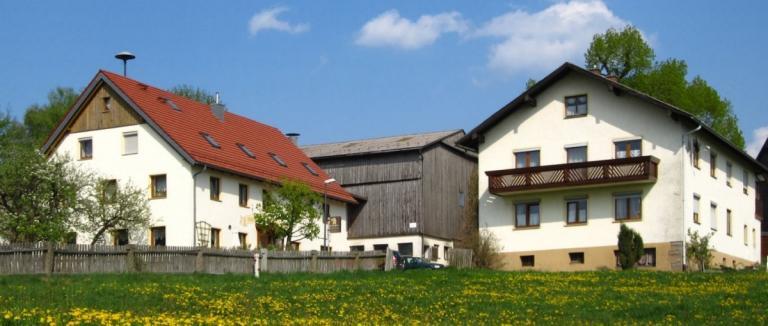 schneider-tiefenbach-hoffelder-wirt-bauernhof-bauernhof-zur-tausendjaehringen-linde