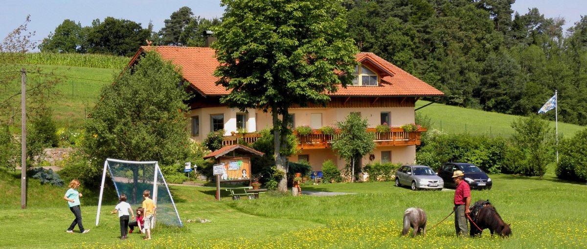 Simmel Sturm der Bauernhof mit Spielscheune in Bayern