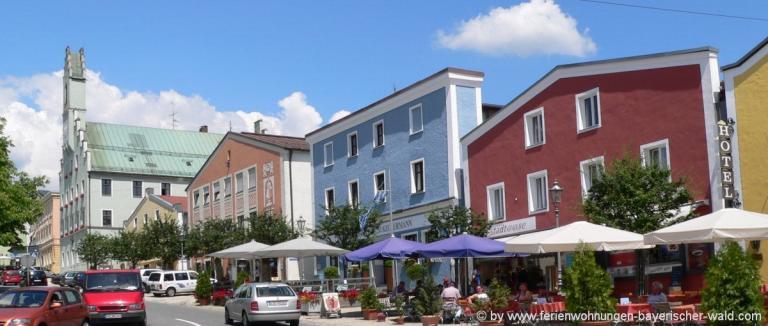 unterkunft-grafenau-stadtplatz-rathaus-ausflugsziele