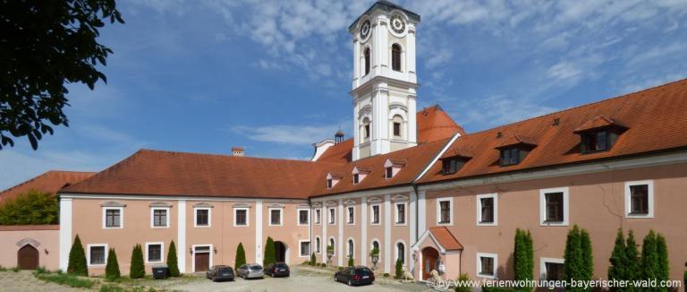 unterkunft-rotthalmuenster-kloster-asbach-ausflugsziele
