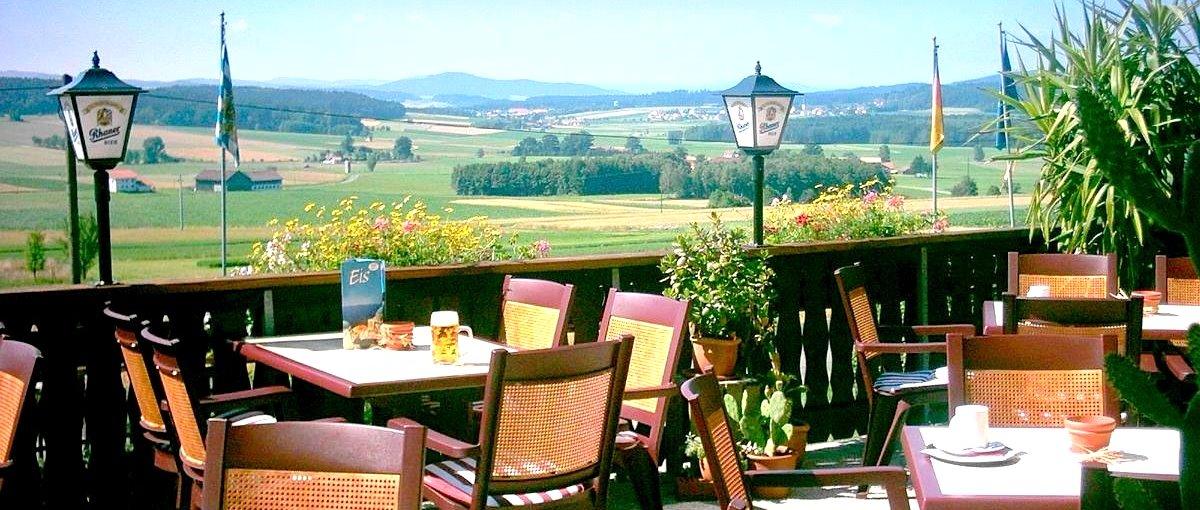 Urlaub im Landhotel Waldesruh in Ränkam Hotel bei Furth im Wald, Biergarten mit Aussicht