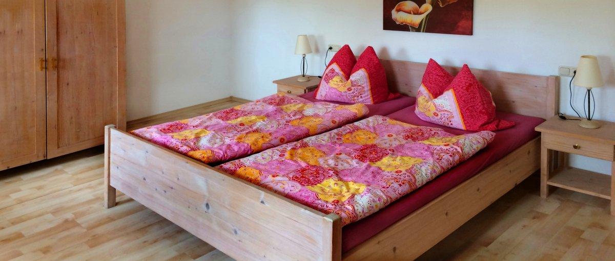 Urlaub auf dem Ferienhof Weiderer in Schweinhütt Ferienhaus und Ferienwohnungen Schlafzimmer